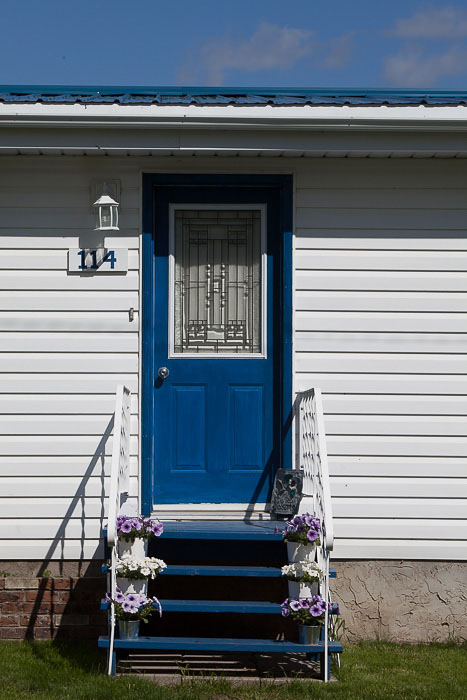 05-Gibaud-Canada-Saskatchewan-Shellbrook-Photography-Blue Door