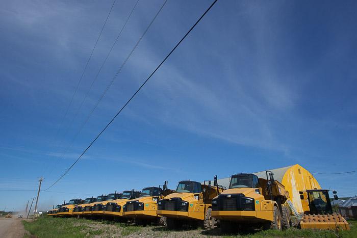 06-Gibaud-Transam-Photography-Canada-NWT-Inuvik-Yellow Trucks